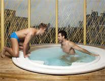Axel-Wellness_jacuzzi-fun